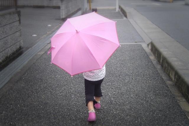 梅雨の時期必見!子どもと過ごす雨の日が楽しくなる遊び♪
